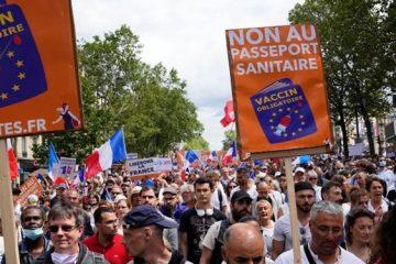 زد و خورد پلیس فرانسه با معترضان به محدودیتهای کرونا